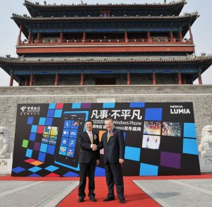 700-wang-xiaochu-chairman-of-china-telecom-and-stephen-elop-ceo-of-nokia-announced-nokia-800c