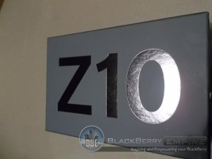 unboxing-of-the-blackberry-z10-zed-10-first-look