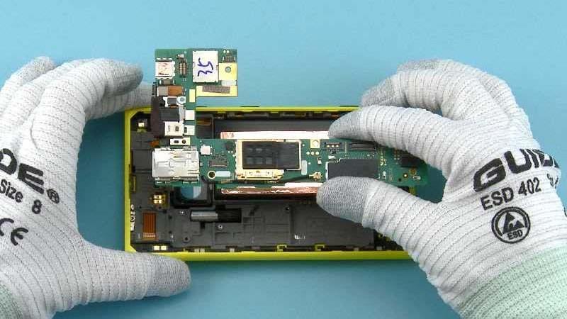 Nokia-tears-down-Lumia-1020 (4)