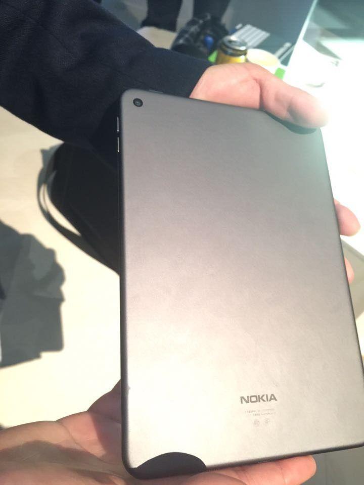 Nokia-N1-in-lava-gray-1