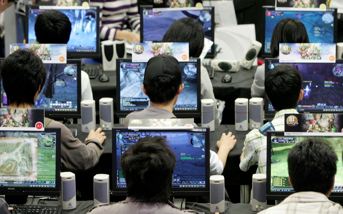 People play computer games during the Taipei Game Show 2009 in Taipei