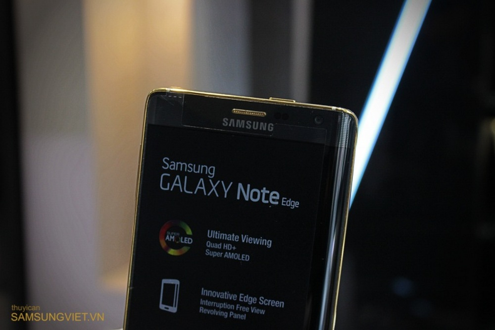 A-closer-look-at-the-gold-version-of-the-Galaxy-Note-Edge-10