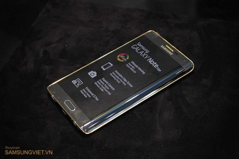 A-closer-look-at-the-gold-version-of-the-Galaxy-Note-Edge-16
