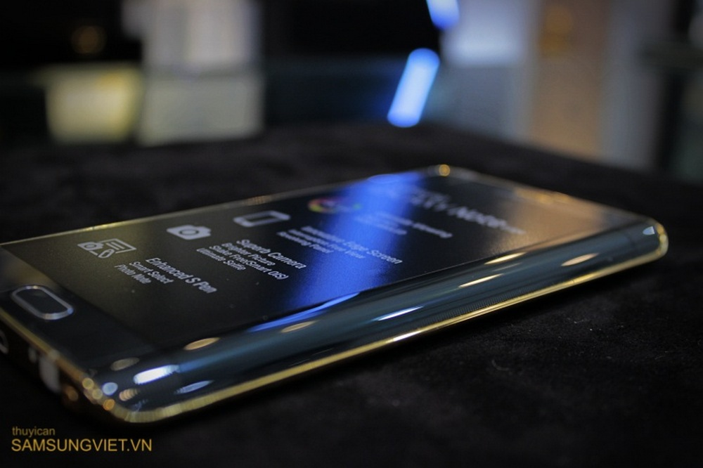 A-closer-look-at-the-gold-version-of-the-Galaxy-Note-Edge-18
