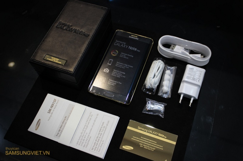 A-closer-look-at-the-gold-version-of-the-Galaxy-Note-Edge-2