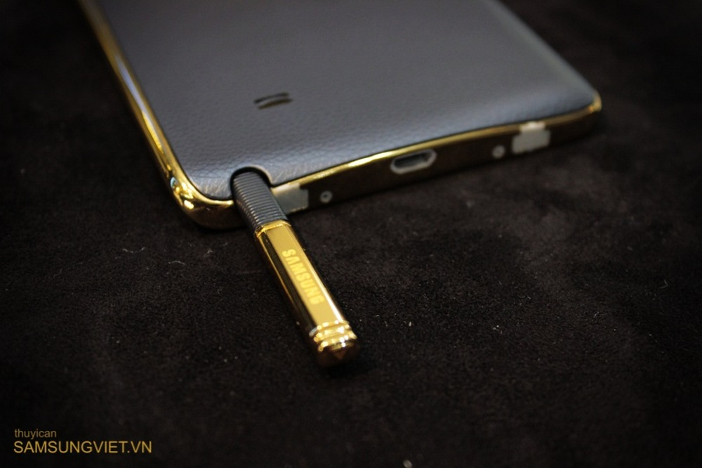 A-closer-look-at-the-gold-version-of-the-Galaxy-Note-Edge-21