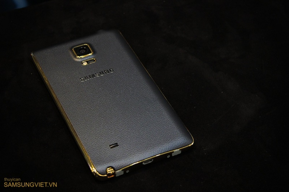 A-closer-look-at-the-gold-version-of-the-Galaxy-Note-Edge-7