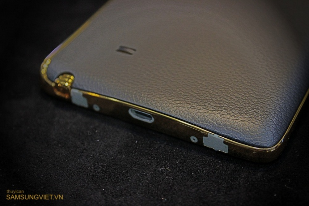 A-closer-look-at-the-gold-version-of-the-Galaxy-Note-Edge-8