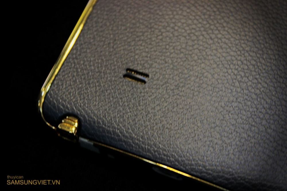 A-closer-look-at-the-gold-version-of-the-Galaxy-Note-Edge-9