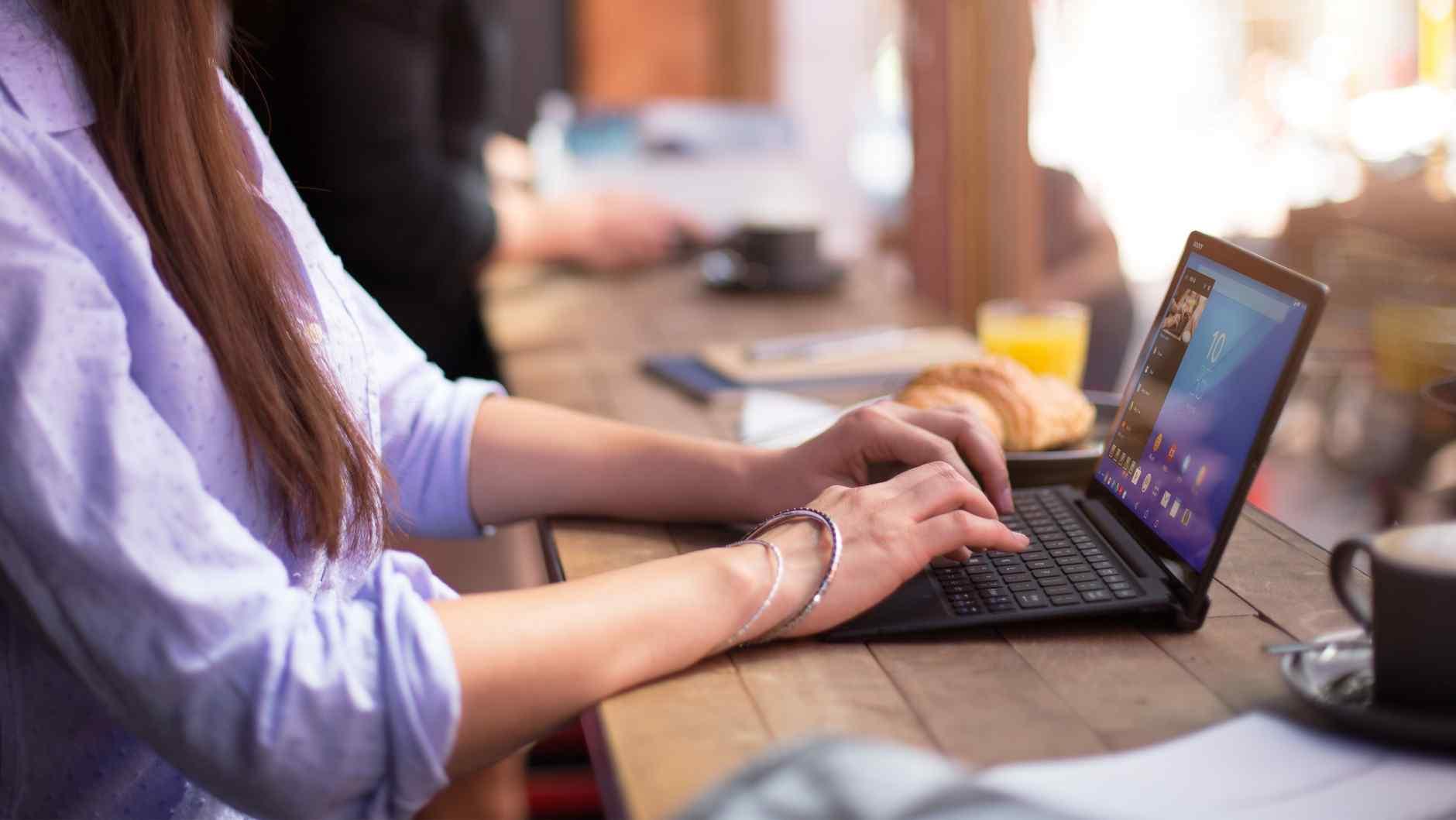 xperia-z4-tablet-business-flexibility-at-your-fingertips-e9e37cea29945b75e01ef49c5d5e15b2-940x2