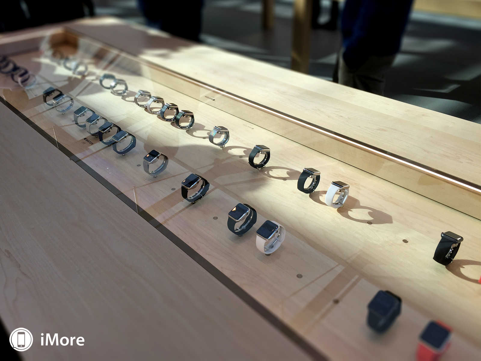 apple-watch-retail-table