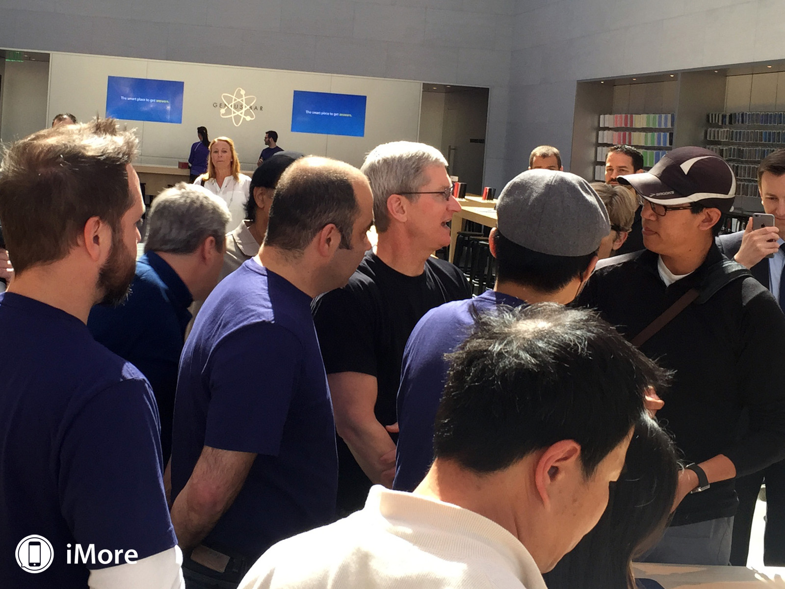 apple-watch-retail-tim-cook