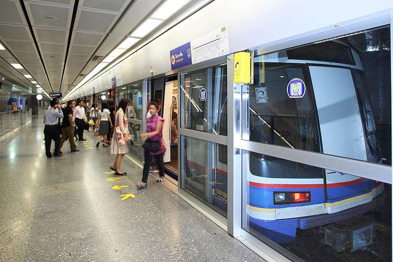 รถไฟใต้ดิน MRT ประกาศปรับลดค่าโดยสาร 50% ให้นักเรียนนักศึกษารับ ...