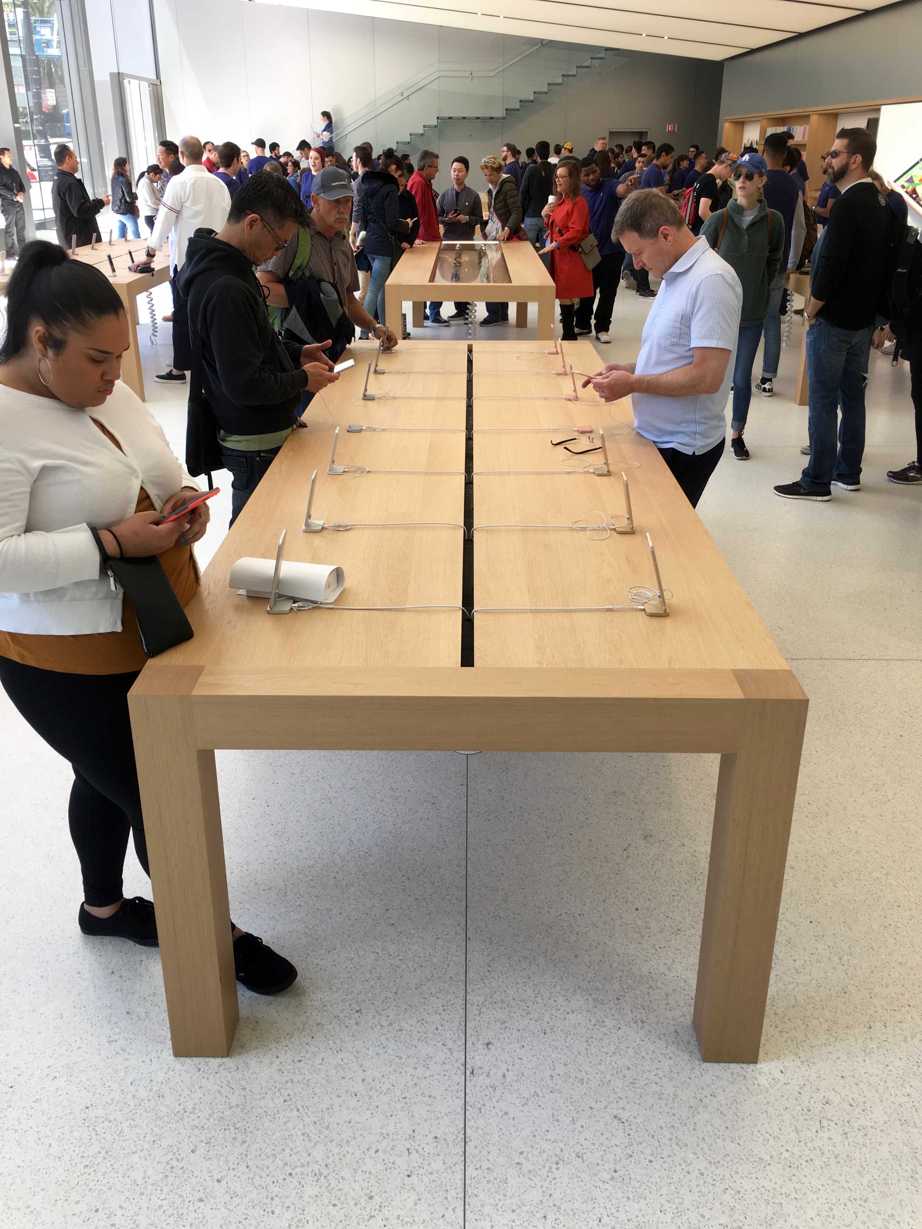 Apple_Store_Union_Square_lines_1-1