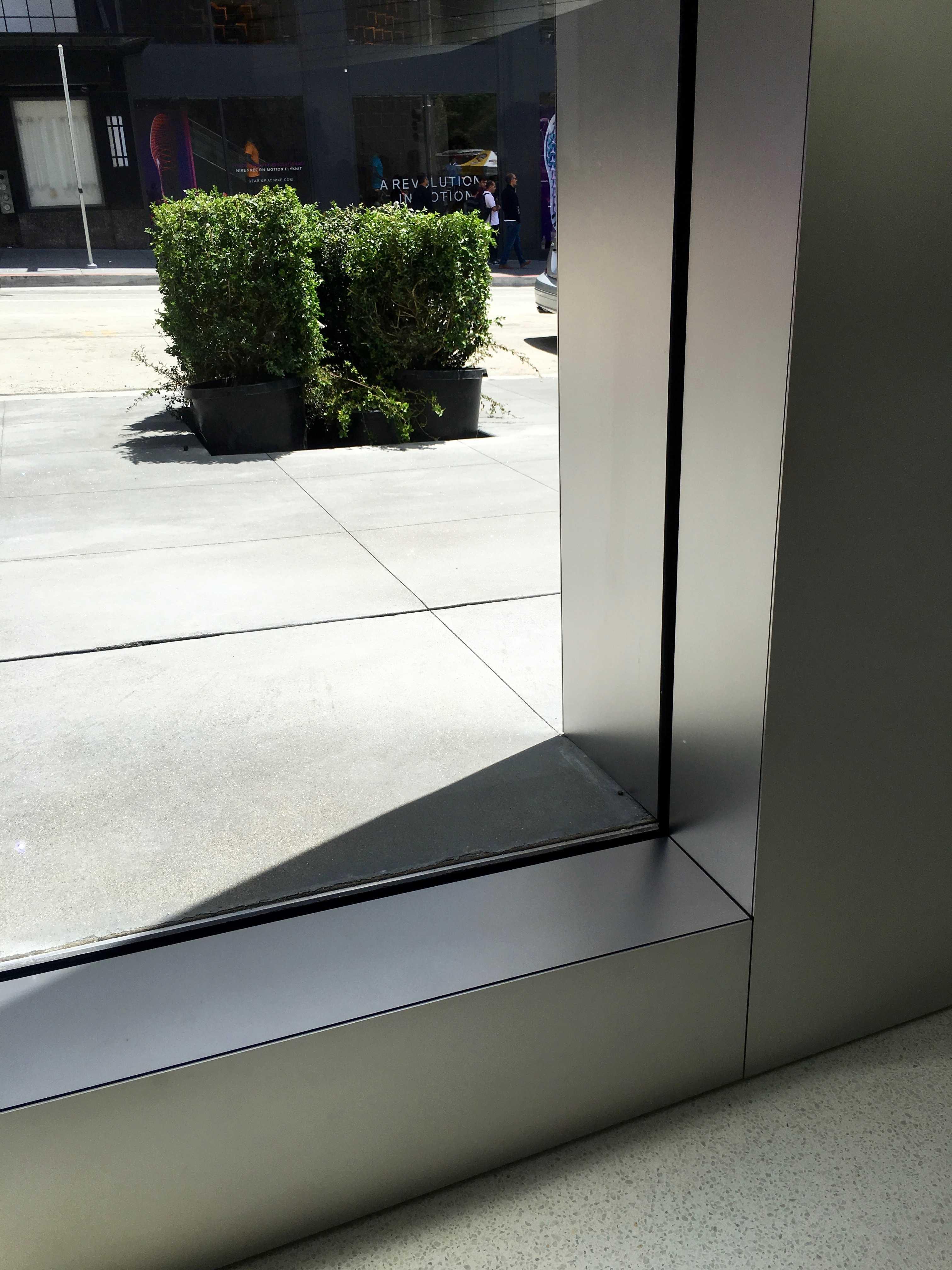 Apple_Store_Union_Square_lines_3-1