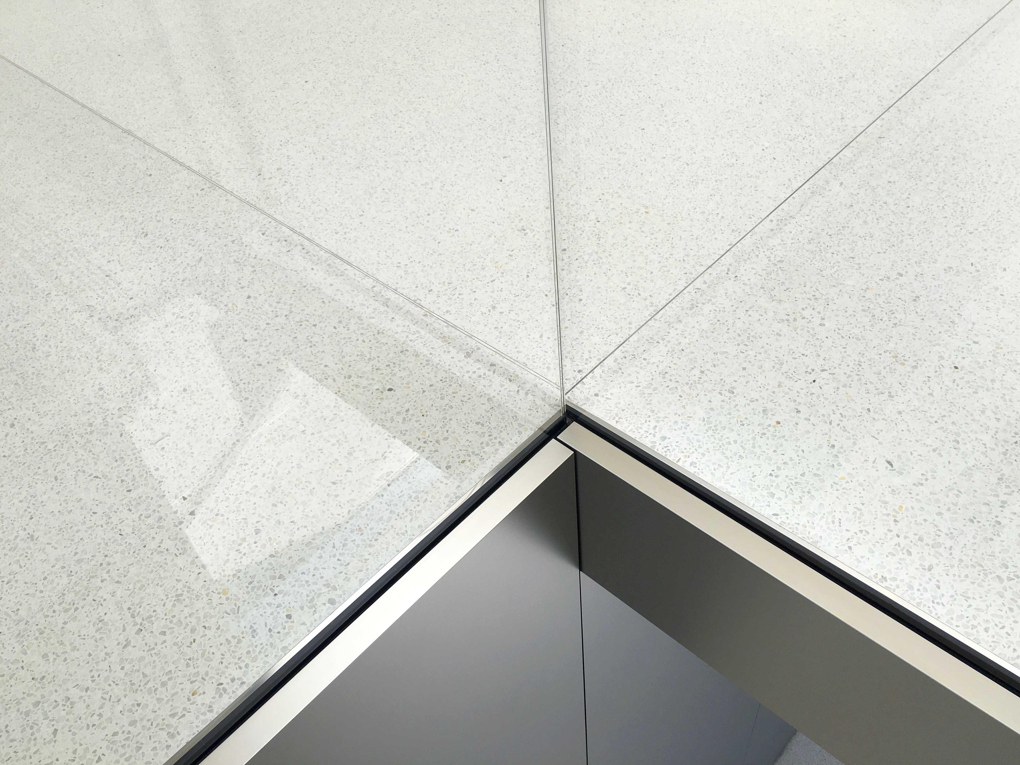 Apple_Store_Union_Square_lines_5-1