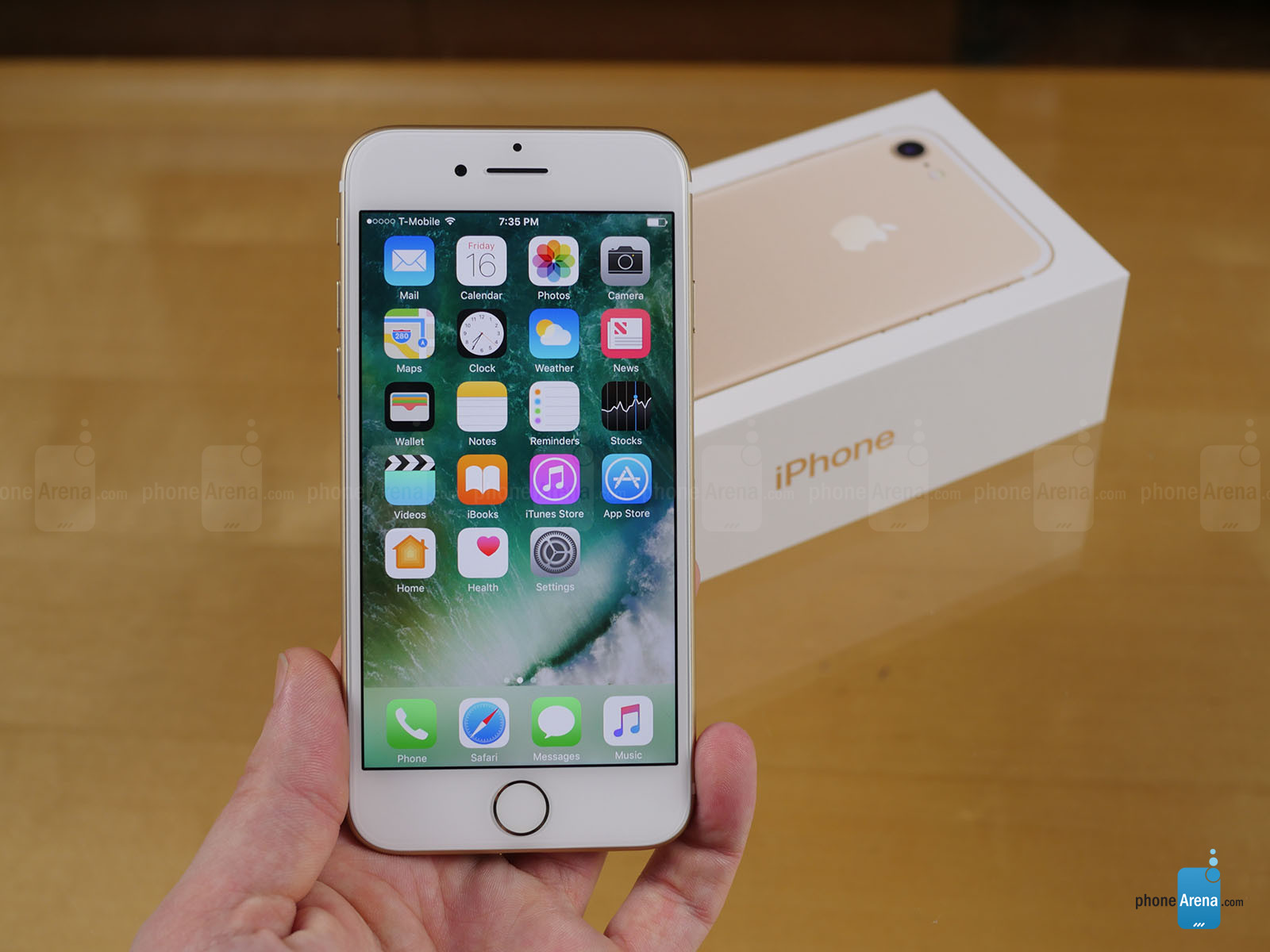 Apple-iPhone-7-unboxing