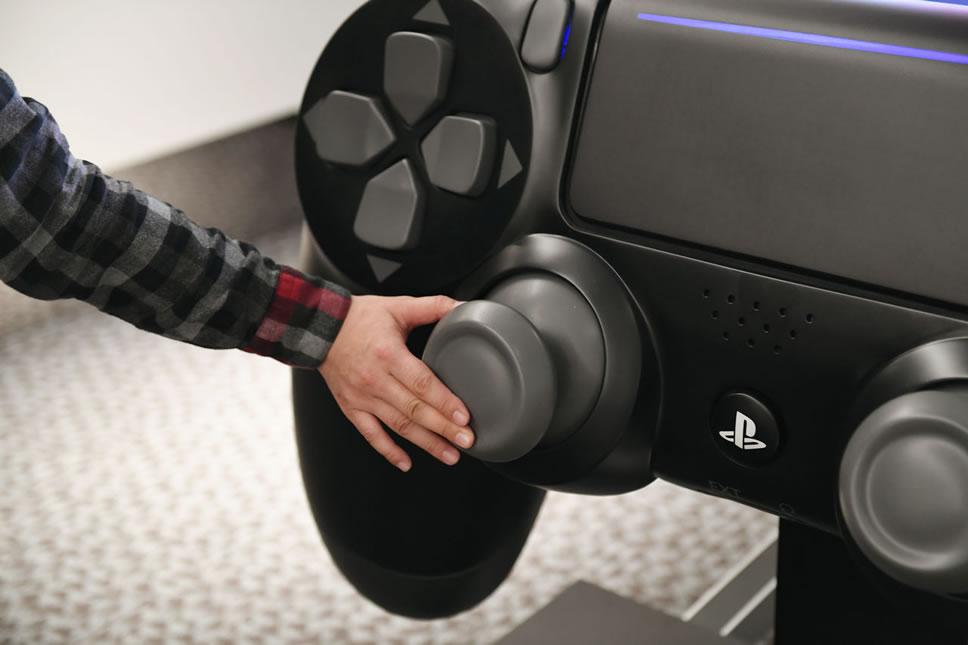 DualShock4-gigantic