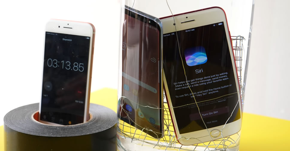 galaxy-s8-vs-iphone-7-water-test
