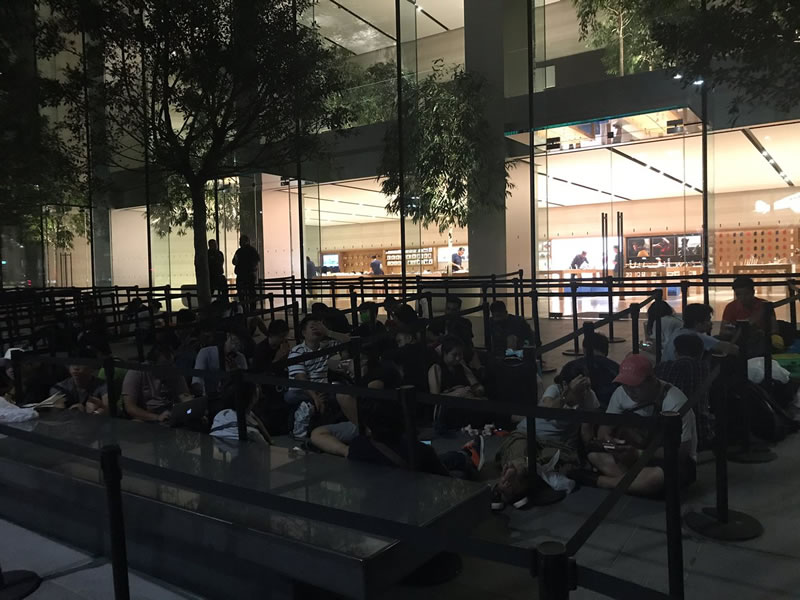 Apple-Store-Singapore-iPhone-8