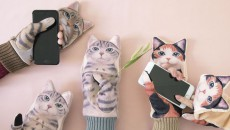 Nuisance-Cat-smartphone-gloves